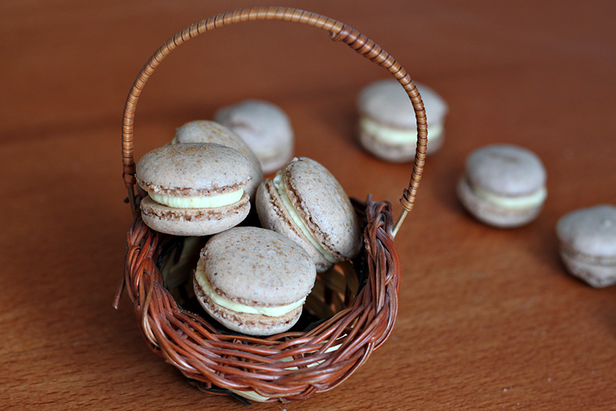 macarons-in-a-basket